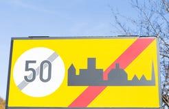 欧洲市区范围路标 库存图片