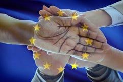 欧洲旗子多文化小组年轻人综合化变化 库存照片