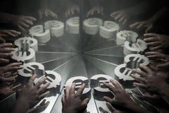 欧洲欧元货币符号在镜子和报道在烟 免版税库存图片