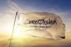 欧洲歌唱大赛2019年商标旗子纺织品挥动在顶面日出薄雾雾的布料织品 免版税库存照片