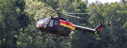 欧洲直升机公司MBB德语空军队Bo105在Goraszka显示在波兰 免版税库存图片