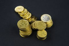 欧洲硬币和分在黑背景 库存图片