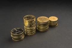 欧洲硬币和分在黑背景 免版税图库摄影