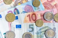欧洲钞票和硬币关闭作为背景 免版税库存照片