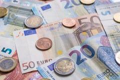 欧洲钞票和硬币关闭作为背景 库存图片