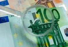 欧洲钞票透镜检查 免版税库存图片