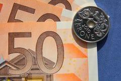 欧洲钞票1克罗钠硬币蓝色背景 图库摄影