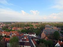 欧洲,比利时,西弗拉芒省,布鲁日,城市的中央部分从伟大的他在好春天天气的ight 免版税图库摄影