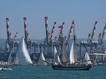 欧洲 意大利 地中海地区 利古里亚海 利古里亚 2015年6月 Specia市 口岸末端军事小游艇船坞 乘快艇的假日 再 库存图片