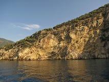 欧洲 钓鱼地中海净海运金枪鱼的偏差 土耳其的西南海岸 乘快艇在Gocek和马尔马里斯港之间的Ekinchik附近 2013年5月 库存照片