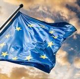 欧盟下垂反对日落天空 库存图片