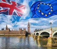 欧盟和英国联盟标志飞行反对大本钟在伦敦、英国、英国、逗留或者事假, Brexit 库存照片