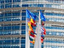 欧盟在半帆柱的旗子飞行在曼彻斯特恐怖分子以后 免版税库存照片