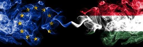 欧盟对匈牙利,肩并肩被安置的匈牙利烟旗子 欧盟和匈牙利,匈牙利语的厚实的色的柔滑的烟旗 库存例证