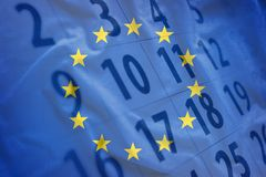 欧盟旗子与日历的在背景中 图库摄影