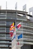欧盟旗子和法国旗子飞行在下半旗 库存照片