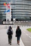 欧盟旗子和法国旗子飞行在下半旗 免版税图库摄影