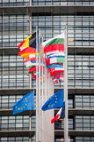 欧盟旗子和法国旗子飞行在下半旗 图库摄影