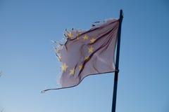 欧盟被撕毁的旗子 免版税库存图片