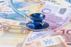 欧盟钞票和听诊器 图库摄影