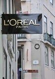 欧莱雅精品店在里斯本 免版税库存照片