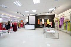 欧洲全新的服装店 免版税库存照片