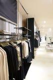 欧洲全新的服装店 免版税库存图片