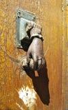欧洲古色古香的通道门环 免版税图库摄影