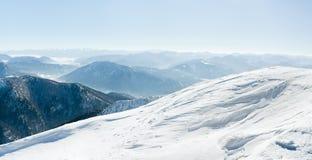 欧洲多雪的山 免版税图库摄影