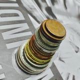 从欧洲货币硬币的塔修造 免版税库存照片
