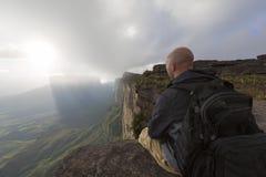 欧洲旅游休息在Roraima tepui,委内瑞拉顶部 免版税库存图片