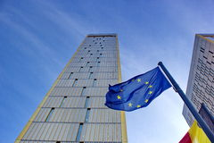 欧洲法院在卢森堡在与蓝天的一个清楚的晴天 库存照片