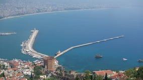 欧洲海岸鸟瞰图-海视域-美好的风景-老建筑学-晴天 从阿拉尼亚半岛的港口 图库摄影