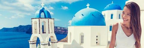 欧洲游客旅行妇女横幅- Oia圣托里尼 库存照片