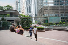从欧洲的游人花旗银行广场的在香港 免版税库存照片