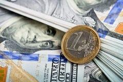 欧洲硬币和美元笔记 免版税图库摄影