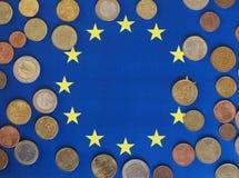 欧洲硬币,欧盟,在旗子 库存照片