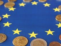 欧洲硬币,欧盟,在旗子 免版税图库摄影