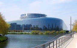 欧洲议会,旗子细节在大厦前面的 图库摄影