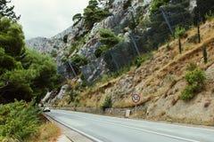 欧洲路的部分在有金属滤网fenc的克罗地亚 免版税库存图片