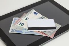 欧洲金钱,银行卡,片剂 库存图片