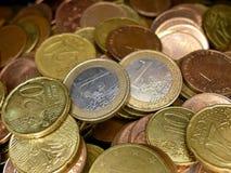 欧洲金钱,整个银幕的堆欧元分类了硬币 免版税库存照片