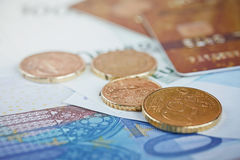 欧洲金钱:钞票和硬币特写镜头  免版税库存照片