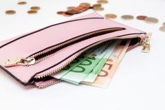 欧洲钞票到钱包里在白色背景中 免版税库存图片
