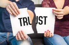 欺诈没有的信任,失真,婚姻问题 库存照片