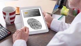 付款在片剂的安全概念 免版税库存照片