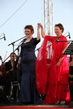 歌剧二重奏-歌手阿里纳Shakirova,俄罗斯、女次高音和达尼埃拉斯基拉奇,斯卡拉大剧院,意大利,女高音,在露天舞台 库存图片