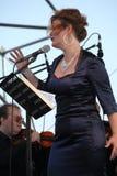 歌剧女演员和歌手阿里纳Shakirova (俄罗斯),女次高音,在露天舞台 库存图片