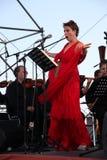 歌剧歌手达尼埃拉schillaci (斯卡拉大剧院,意大利)女高音,在露天舞台 免版税图库摄影
