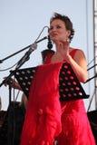 歌剧歌手达尼埃拉schillaci (斯卡拉大剧院,意大利)女高音,在露天舞台 图库摄影